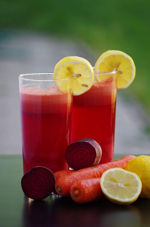 centrifugato di carote, zenzero e mela