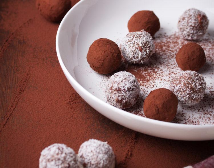 tartufi-dolci-con-nocciole-e cocco